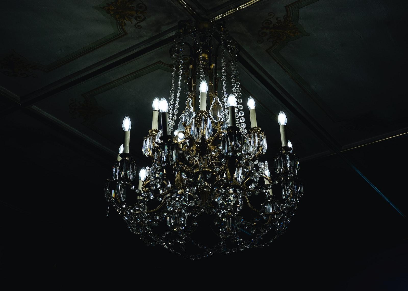 lustre verre plafond moulures